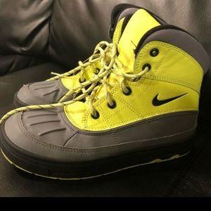 Boys Nike Hiking Rain Boots size 2